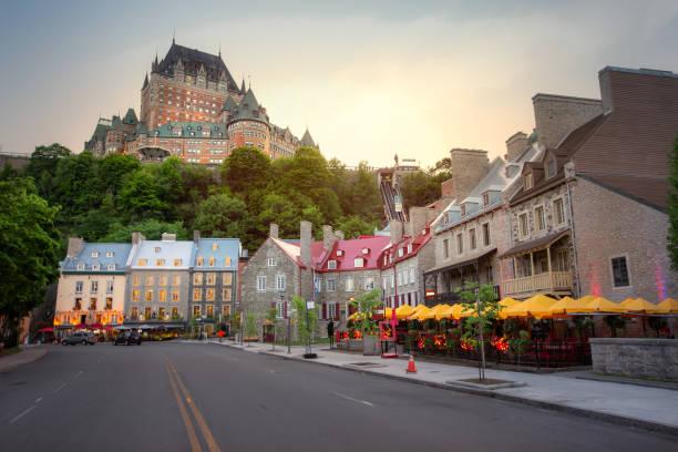 ケベック旧市街 - 都市のスカイライン - 旧市街 ストックフォトと画像