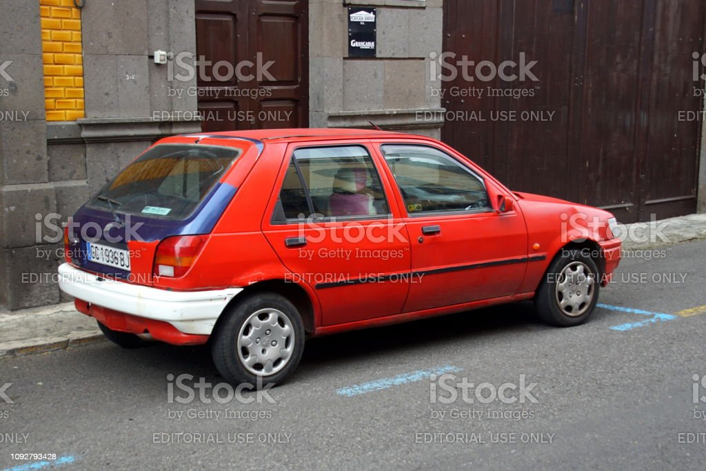https www istockphoto com photo old red ford fiesta gm1092793428 293239739