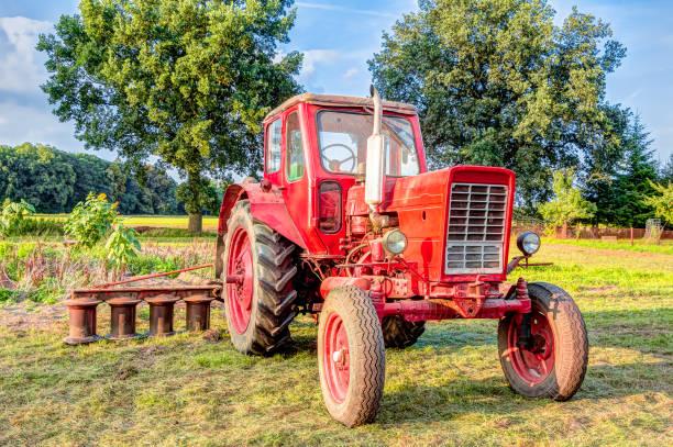 Alten roten Traktor  – Foto
