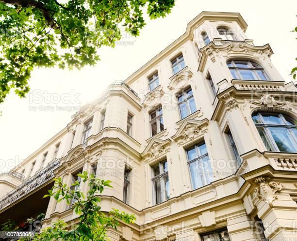 Altes Renoviertes Stadthaus Stockfoto und mehr Bilder von Alt