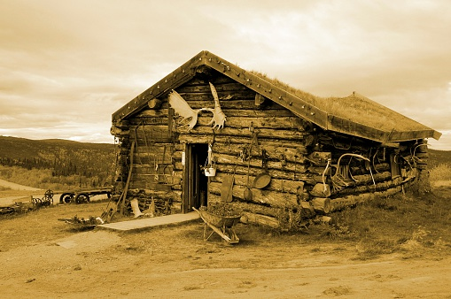 One of the oldest roadhouses of Alaska is located in Boundary.It is decorated with anlers and nostalgic objects.The antique colour accentuates