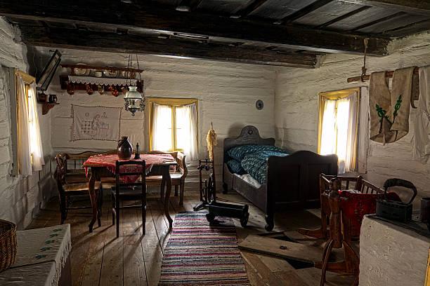old zimmer in farmer's house - cottage schlafzimmer stock-fotos und bilder