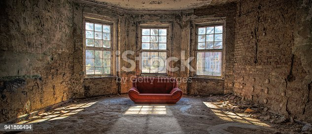 istock Old room with a couch 941866494