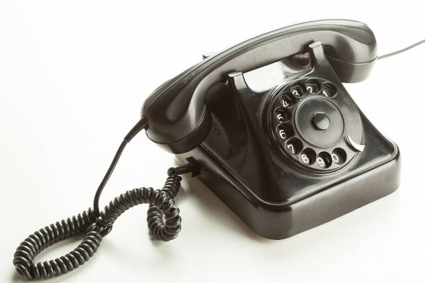 Antiguo teléfono rotativo sobre fondo blanco - foto de stock