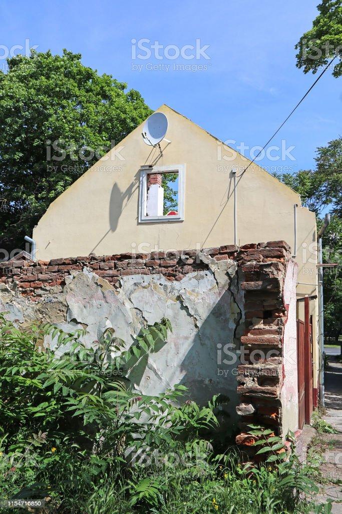 Vieille maison en ruine avant démolition photo libre de droits