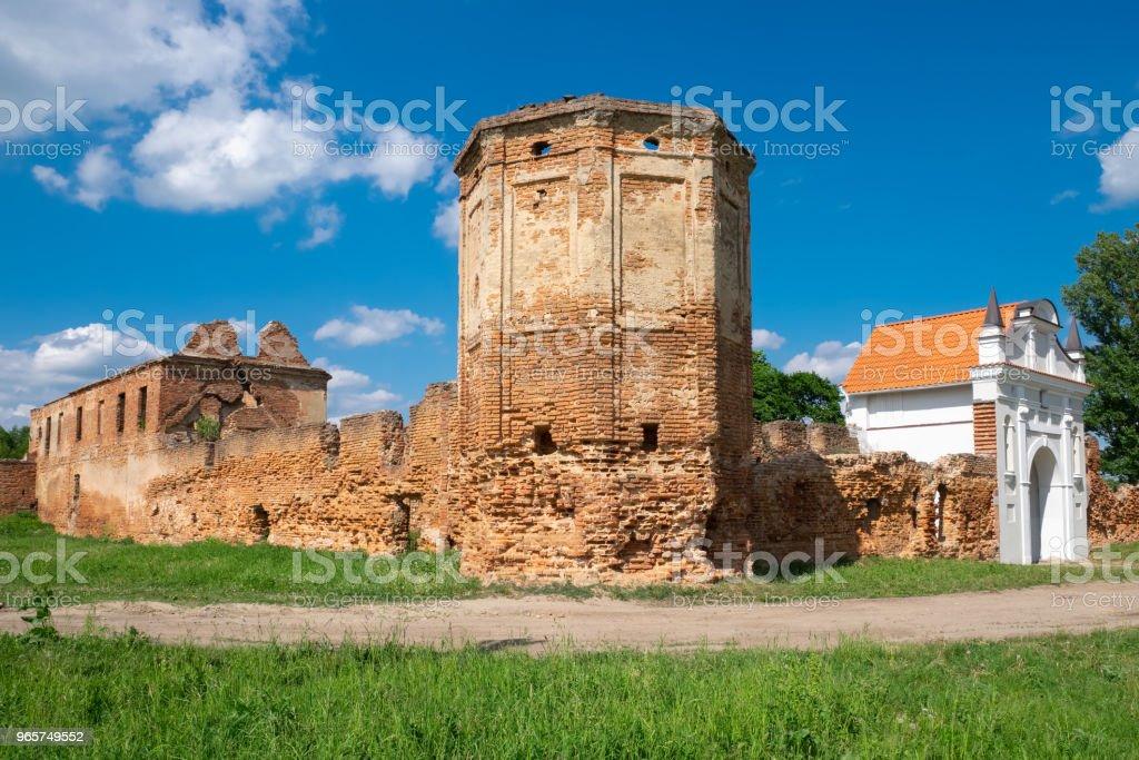 Oude ruïnes van de Kartuizer klooster 1648-1666 jaar in Beryoza stad bij zonsondergang, Brest regio, Wit-Rusland. - Royalty-free Antiek - Toestand Stockfoto