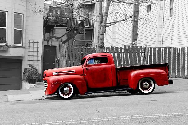 alte verrostete red ford pick-up - alte wagen stock-fotos und bilder