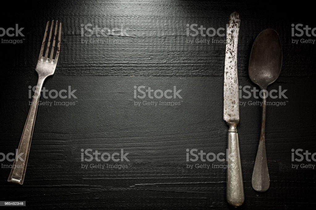 어두운 나무 배경에 오래 된 소박한 칼 붙 이입니다. 부엌과 식품 개념입니다. - 로열티 프리 강철 스톡 사진