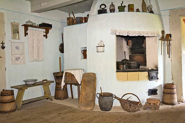 alte rustikale küche-interieur - landhausstil küche stock-fotos und bilder