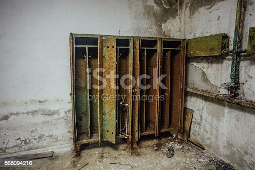 istock Old rusty storage lockers in abandoned bomb shelter 868094216