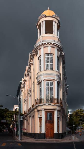 Altes Kulturgebäude von Santander auf dem Marco Zero-Platz – Foto