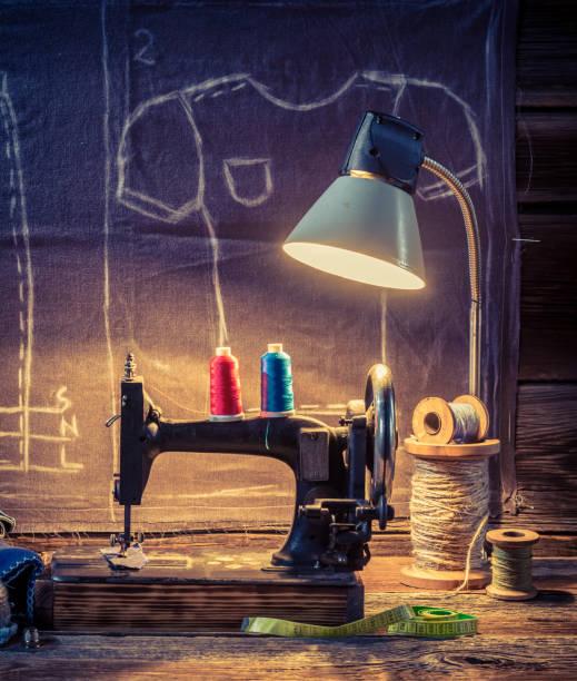 Alte Schneiderei mit Farbe Threads, Maschine und material – Foto