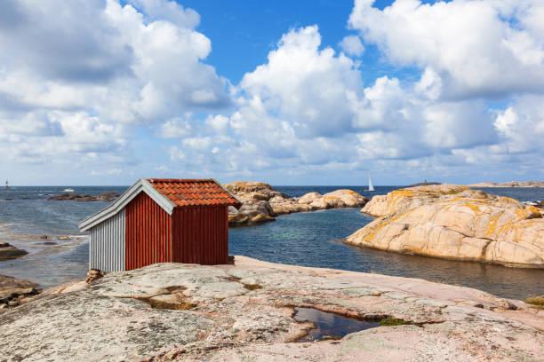 gamla skjul på den klippiga kusten - bohuslän nature bildbanksfoton och bilder