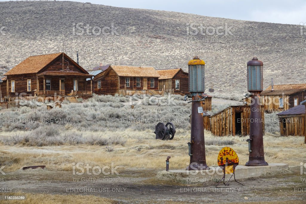 Old Shell Gas Station Decaying In The Middle Of Abandoned Mining Town In America Stock Photo Download Image Now Istock