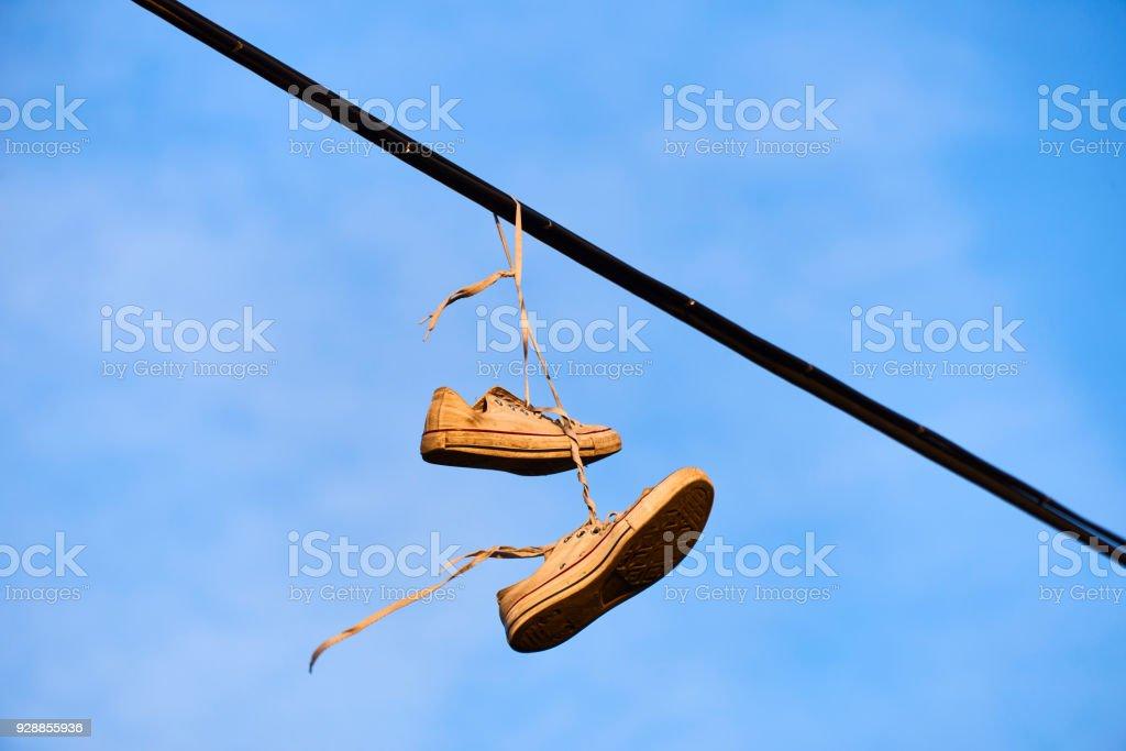 Vieilles Un De Électrique Fil Photo À Suspendu Chaussures Stock LjGSpVqUzM
