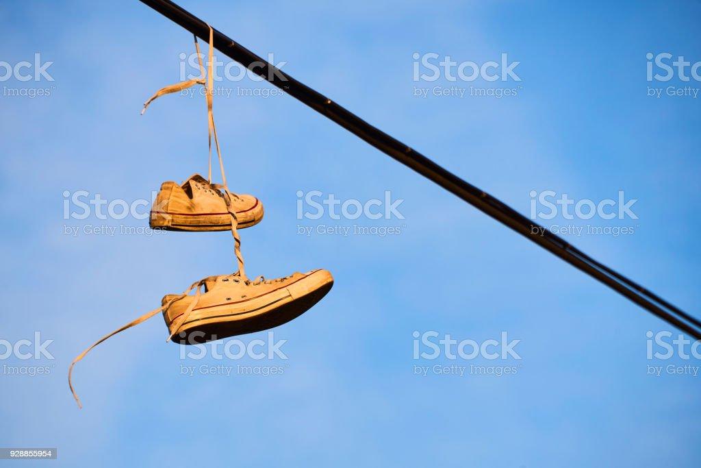 Vieilles À Vfvnx0p Chaussures Sur Ciel Fil Électrique Suspendu Un dCxBWQeEro