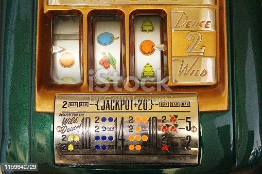 Old Slot Machine Face Deuce Wild