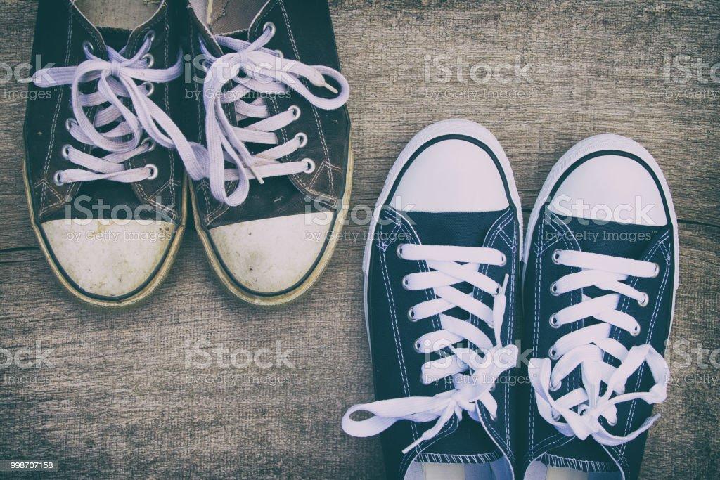 Una Deporte Zapatos Vs Nuevo De Viejas Zapatillas En KJ1lFcT