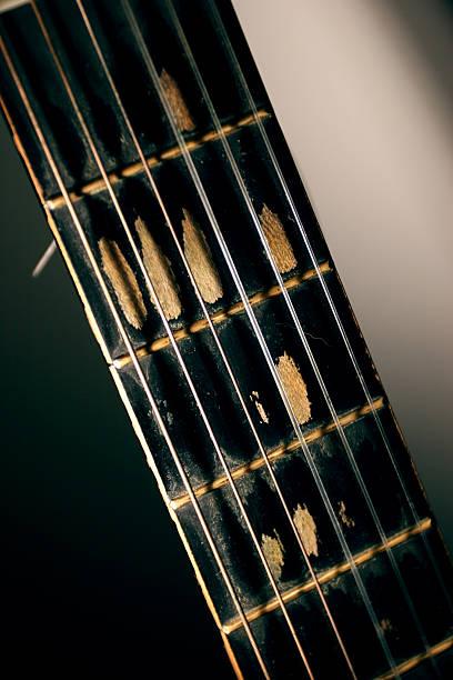 alte spanische gitarre - elemi stock-fotos und bilder
