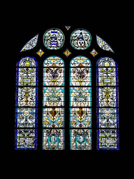 vecchio in vetro decorato di saint eustache a parigi - saint eustache church foto e immagini stock
