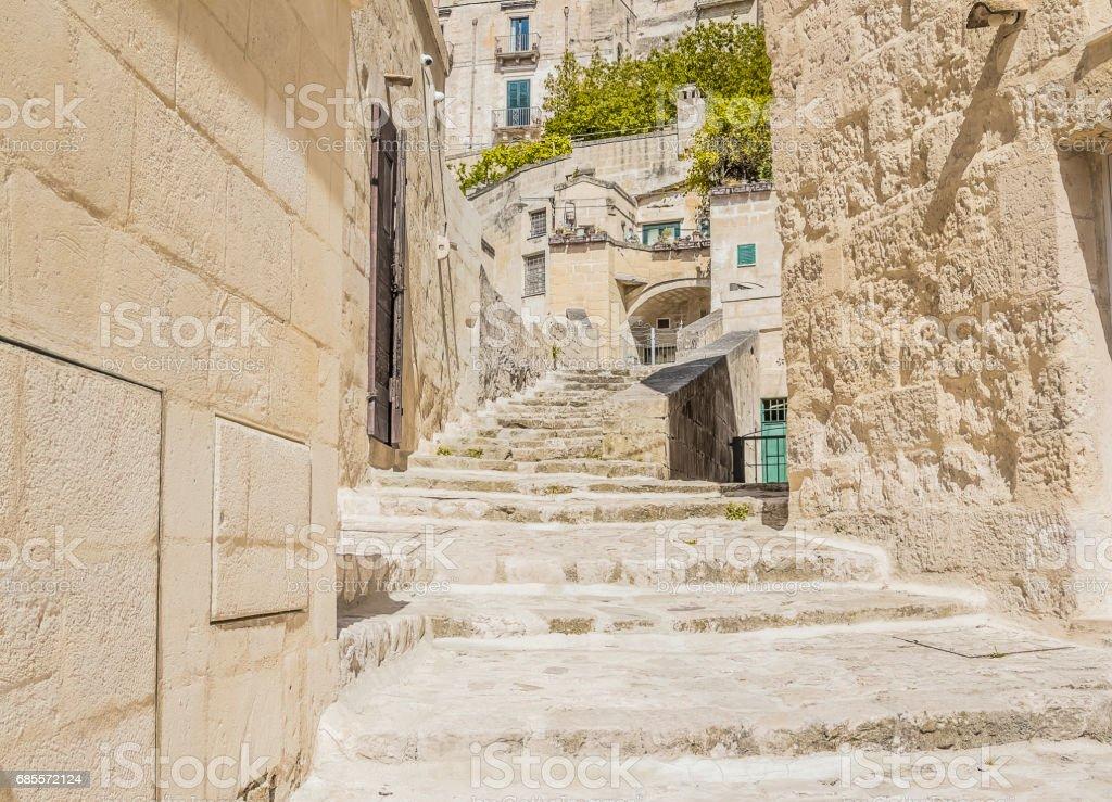 오래 된 계단 돌의 이탈리아 유네스코 유럽 수도의 문화 2019 마 테라 근처 역사적인 건물 royalty-free 스톡 사진