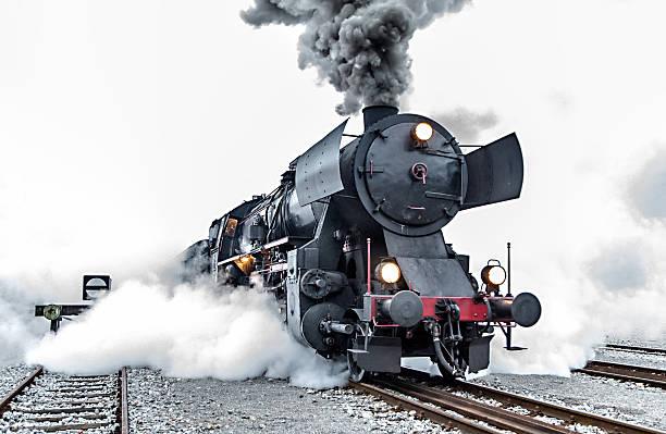 alte dampflokomotive, rauch - lokomotive stock-fotos und bilder
