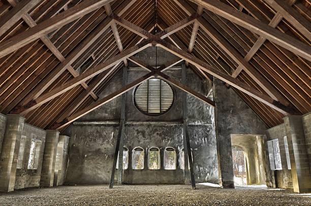 old stone-kirche innen - jeff wood stock-fotos und bilder