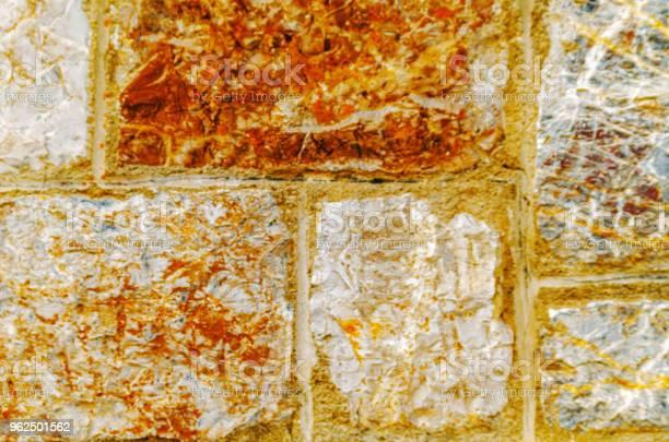 Foto de Pedra Velha Colocada Na Parede Fundo Interessante E Original e mais fotos de stock de Abstrato