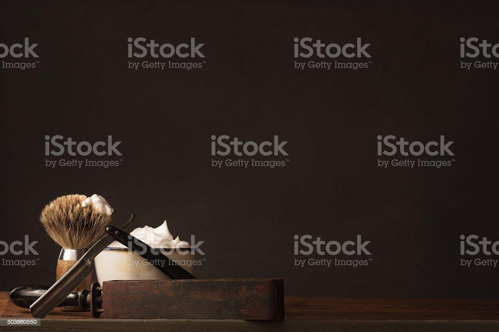 Alte gerade Rasierer mit Pinsel und Seife, Rasier- Strop – Foto