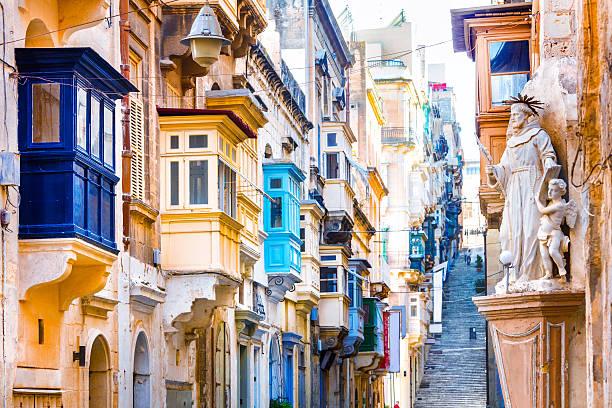 old streets of valletta,malta,europe. - 몰타 뉴스 사진 이미지