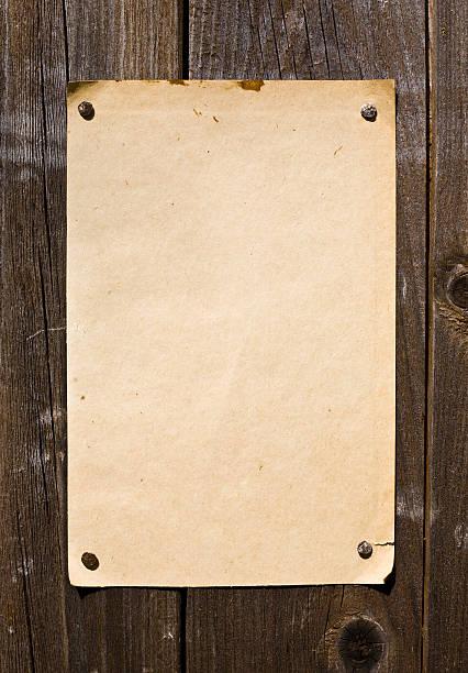 vecchia carta retrò stile sulla parete in legno - ovest foto e immagini stock
