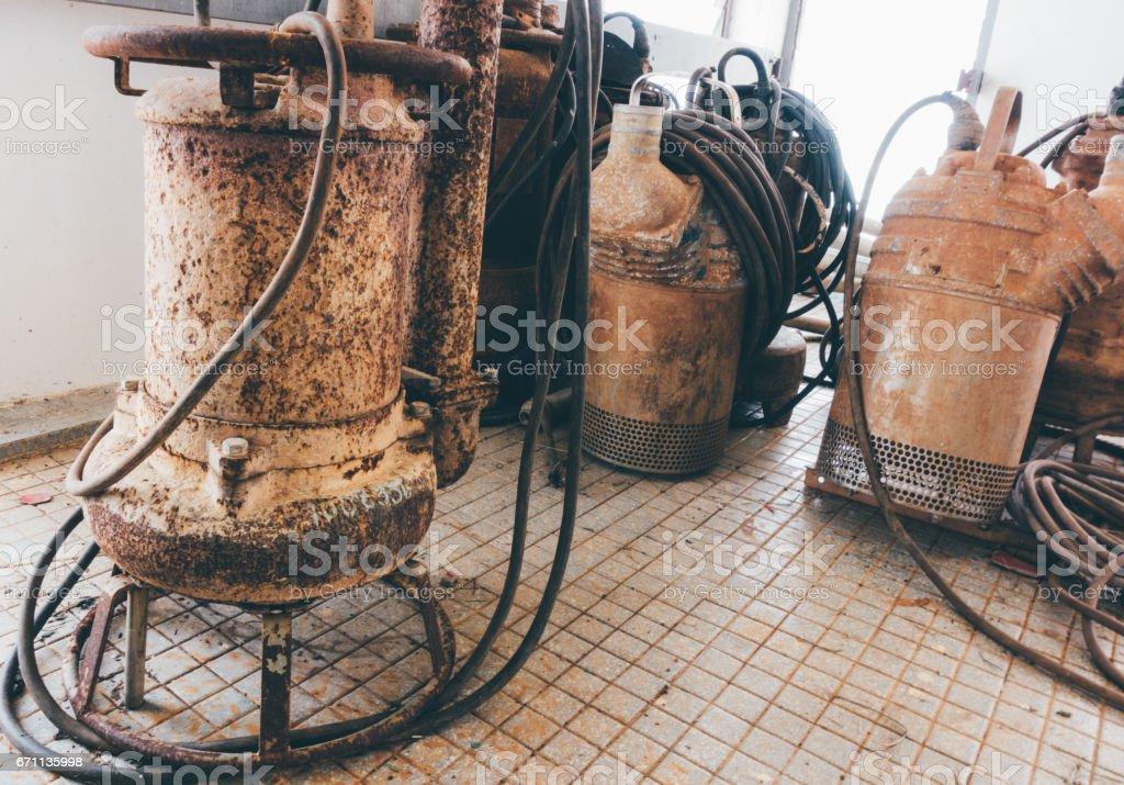Bomba sumergible antiguo - foto de stock