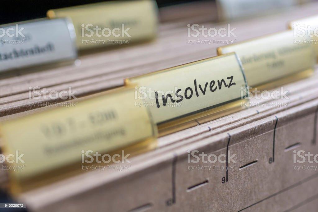Antigua ficha con la palabra alemana de insolvencia - foto de stock