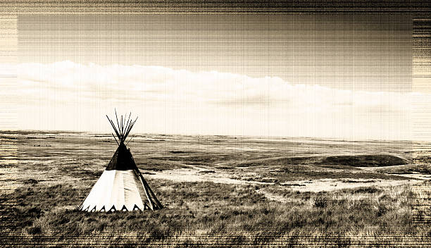 old indianerzelt und graslandschaften - indianer tipi stock-fotos und bilder