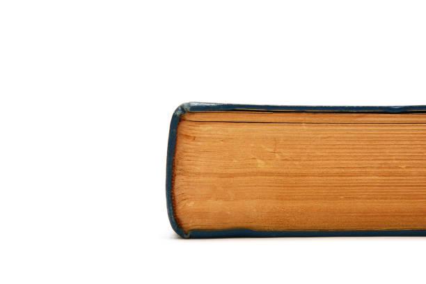 Velho livro grosso no fundo branco - foto de acervo