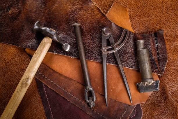 alte Werkzeuge für Lederherstellung – Foto
