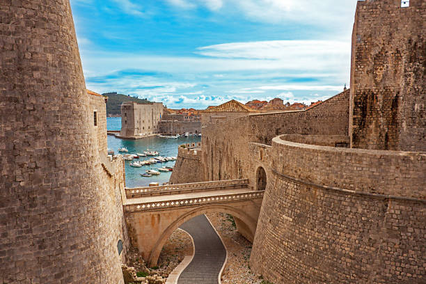 old town and harbor of dubrovnik croatia - unesco foto e immagini stock