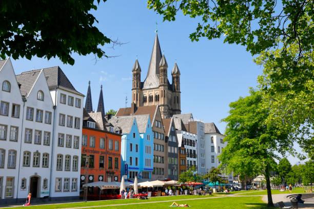 alte stadt bezirk von köln, germany - restaurant köln stock-fotos und bilder