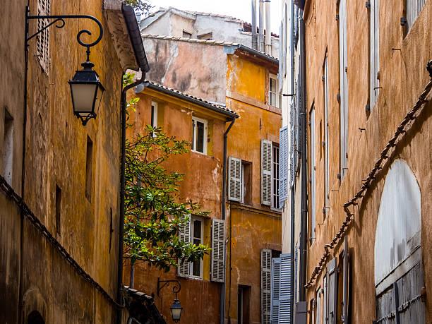 vieille ville d'aix - aix en provence photos et images de collection