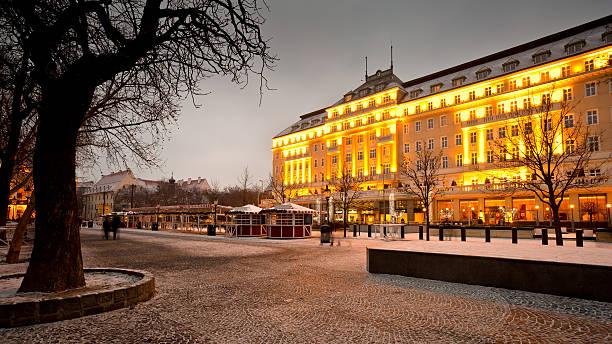 altstadt von bratislava. - bratislava hotel stock-fotos und bilder