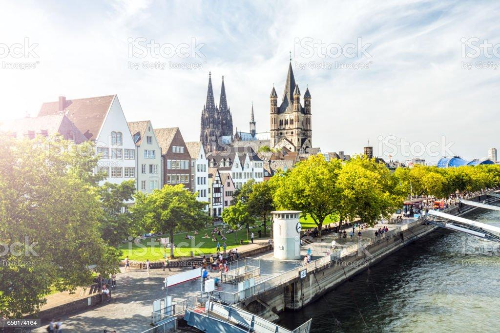 Vieille ville de Cologne avec soleil - Photo