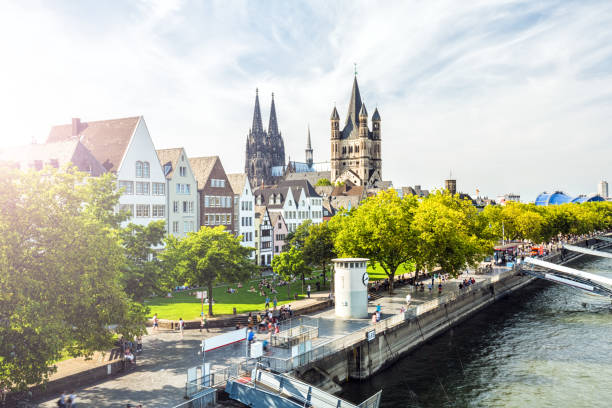 Old town in Cologne with sun - foto stock