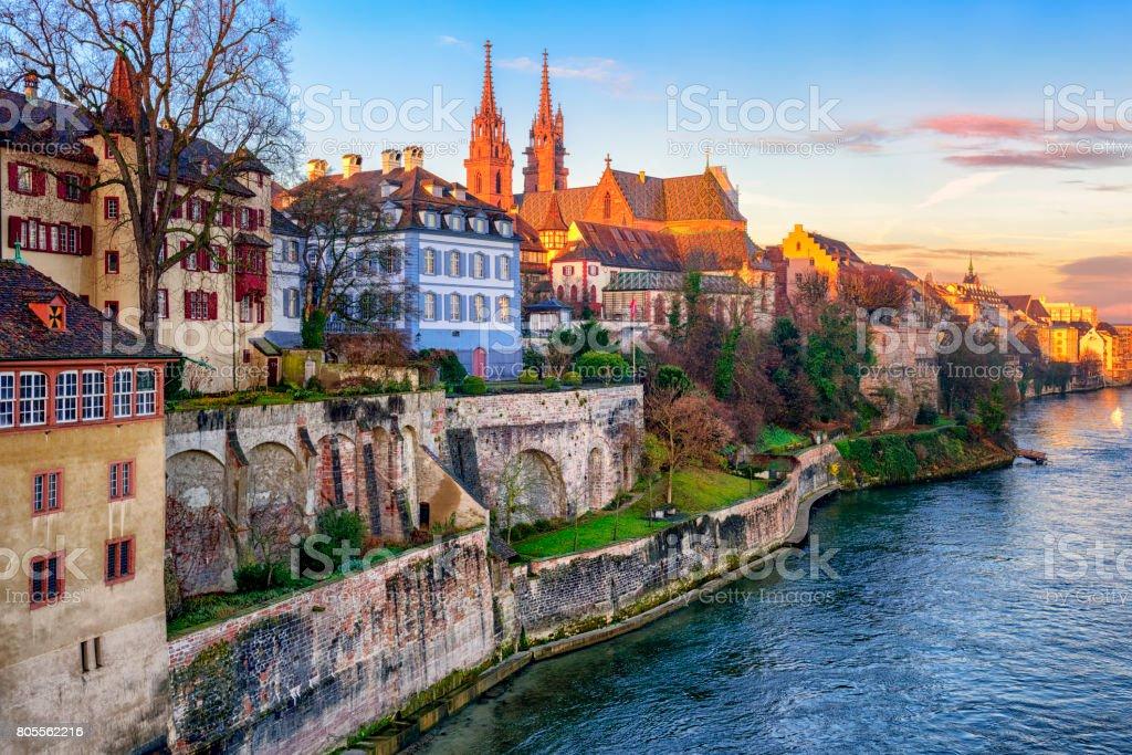 Basler Altstadt mit Münster Kathedrale mit Blick auf den Rhein, Schweiz – Foto