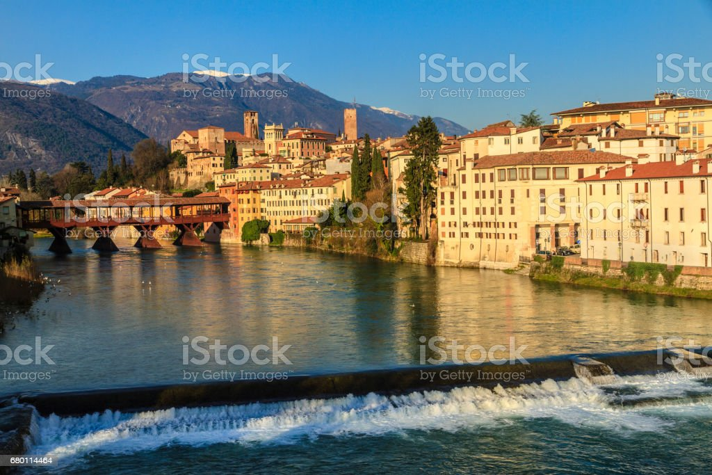 Old town of Bassano del Grappa along the river Brenta with the famous Ponte degli Alpini. Province of Vicenza, Italy - foto stock