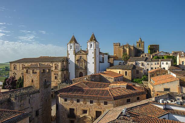 old town of caceras, spain - oude stad stockfoto's en -beelden
