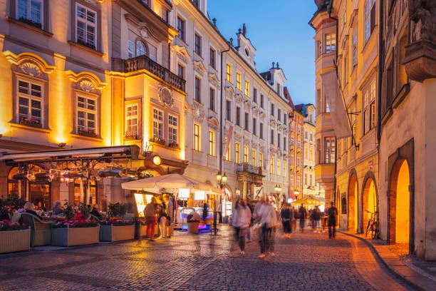 altstadt von prag, tschechische republik - fußgängerzone stock-fotos und bilder