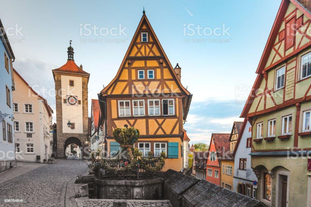 Fotograf a de vieja ciudad de rothenburg ob der tauber - Rothenburg ob der tauber alemania ...