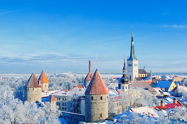 old town - estonya stok fotoğraflar ve resimler