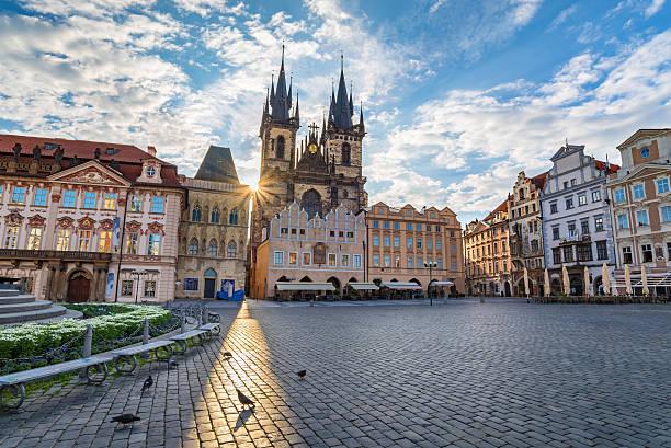 old town square, prague, czech republic - çek cumhuriyeti stok fotoğraflar ve resimler