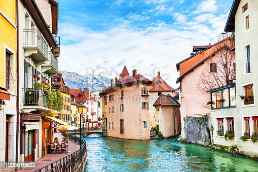 istock Old town with medieval buildings in Annecy, France. 1005516622
